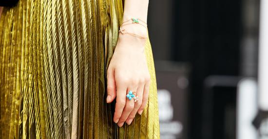 """当一件珠宝不能满足你的时候 CHAUMET女郎""""发明""""了叠戴艺术"""
