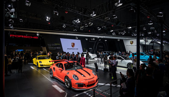 七十载跑车品牌保时捷以面向未来之姿亮相首届中国国际进口博览会