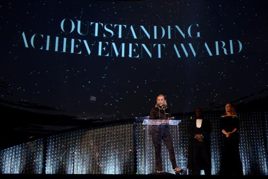 "Miuccia  Prada荣获由施华洛世奇赞助的2018时尚大奖(Fashion Awards 2018)授予的""杰出成就奖"""