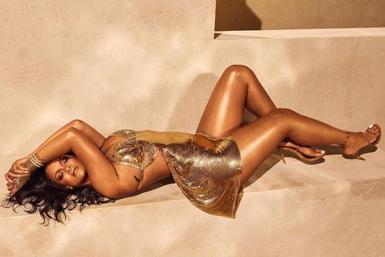 Rihanna身着René Caovilla定制鞋款演绎全新Fenty Beauty系列大片
